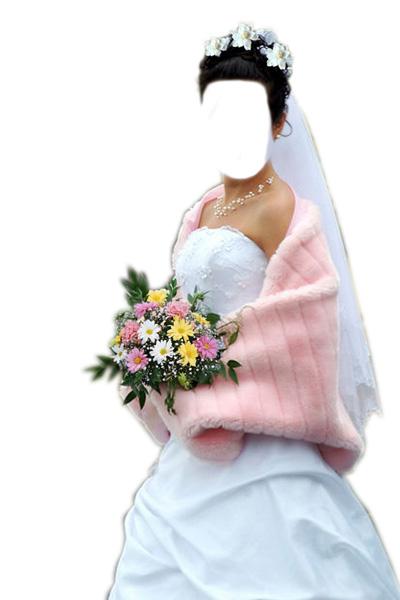 Свадебное платье белого цвета с накидкой