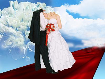 Свадебное платье с красным букетом