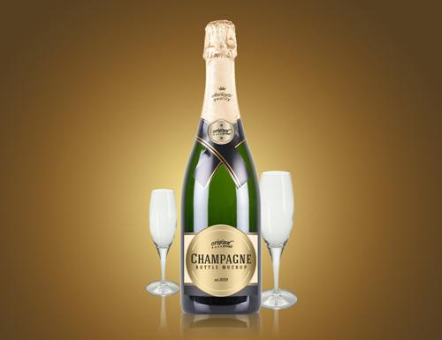 Мокап бутылки шампанского с бокалами