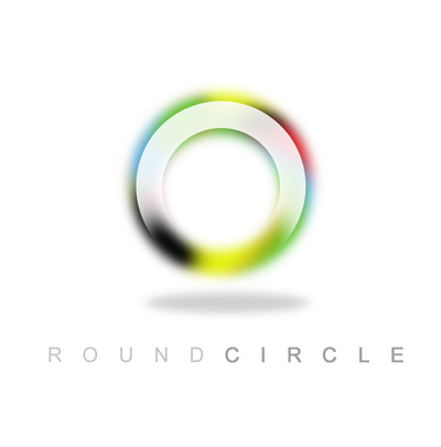 Логотип в виде радужного круга.