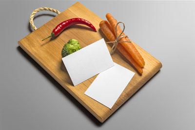 Mockup разделочной доски с овощами