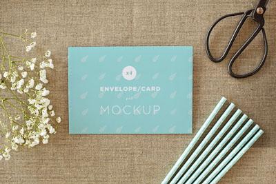 Mockup конверта на столе