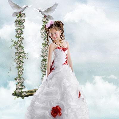 Детский макет с глубями на фоне неба с качелями