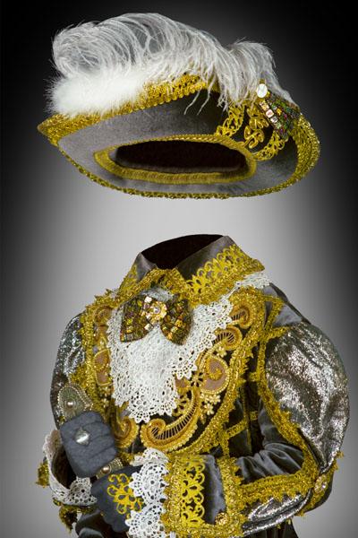 Детский шаблон с мушкетером в золотом костюме